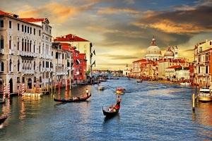 Falling-in-Love-in-Venice